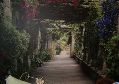 Bella Gardens Wall Paper 2