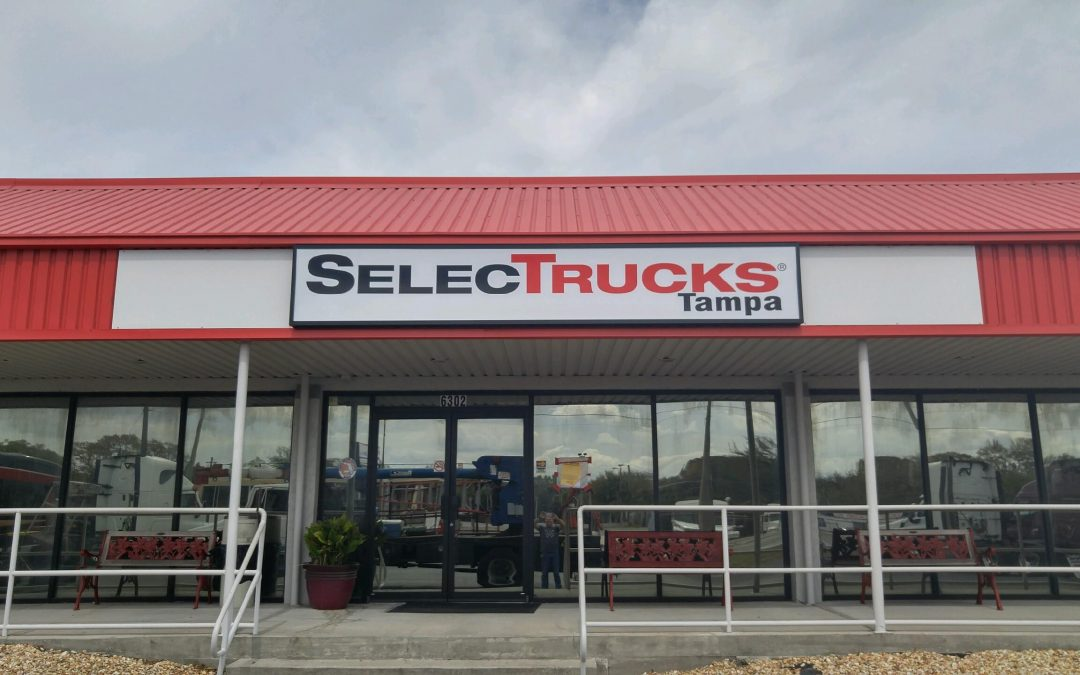 Exterior LED Cabinet Sign Refreshes SelecTrucks – Tampa, FL